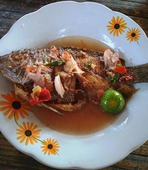 Menu Ikan Pecak Khas Warung Makan Pecak Duren.