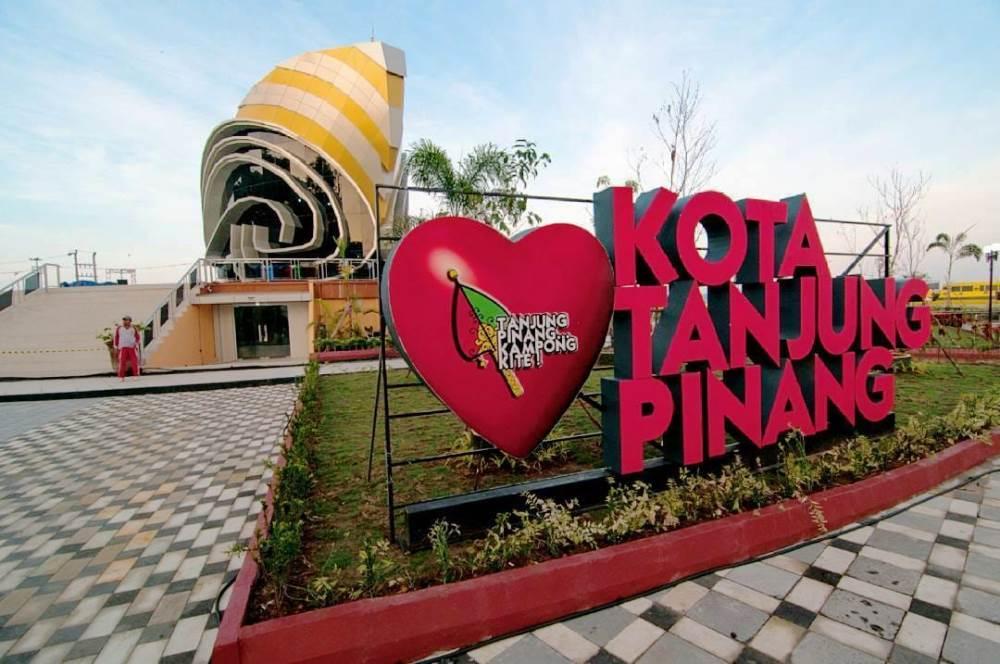 Bandara Raja Haji Fisabilillah (RHF) di Tanjung Pinang, Provinsi Kepulauan Riau.
