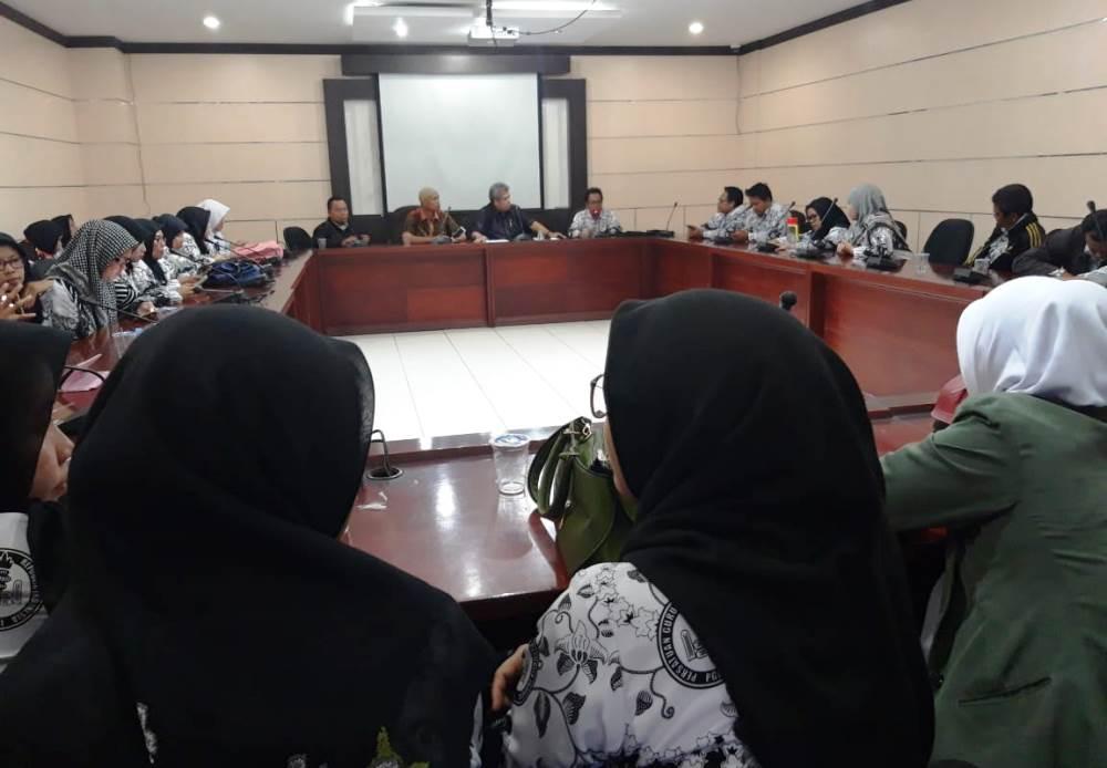 Suasana para Guru Honorer beraudiensi dengan Pimpinan DPRD Kota Tangerang, Kamis (21/2/2019).