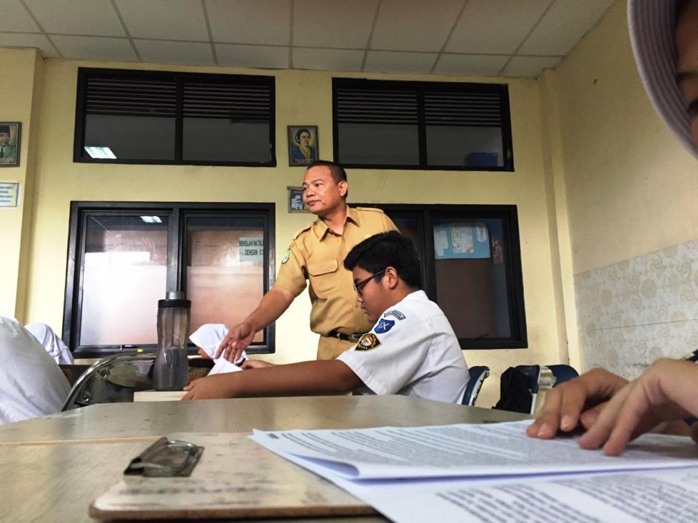 Sekretaris Disdik Kota Tangerang Jamaluddin memantau pelaksanaan Try Out di SMP Negeri 2 Tangerang.