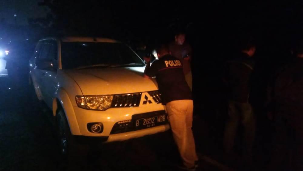 Polisi mendatangi tempat kejadian perkara penemuan potongan mayat mutilasi di Jalan SKKI, Pagedangan, Kabupaten Tangerang, Minggu (21/4/2019) malam.
