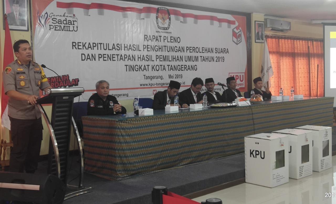 Suasana rapat pleno terbuka rekapitulasi suara Pemilu 2019 di kantor KPU Kota Tangerang, Sabtu (4/5/2019).