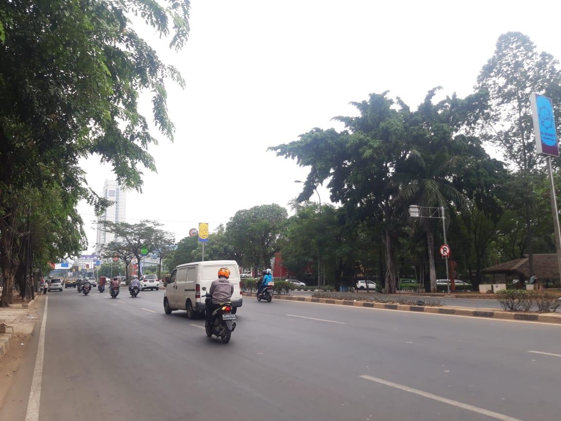 Kondisi di ruas jalan Kota Tangerang.