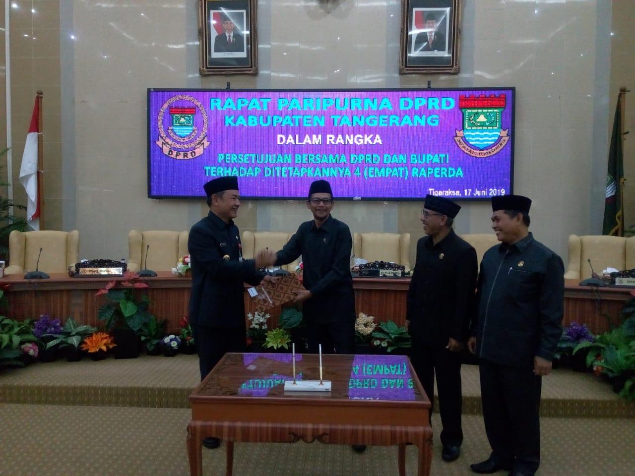 DPRD Kabupaten Tangerang mengesahkan empat Raperda menjadi Perda, Senin (17/6/2019). Perda ini diharapkan segera tersosialisasikan kepada masyarakat.