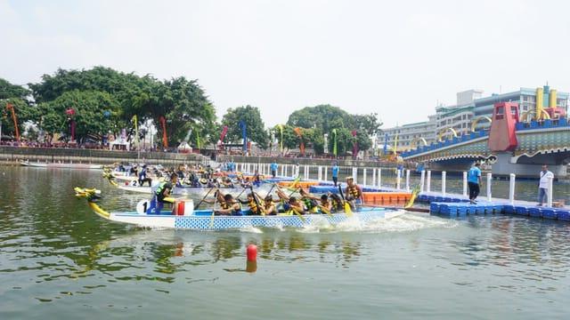 Lomba dragon boat (perahu naga) di Festival Cisadane 2019.
