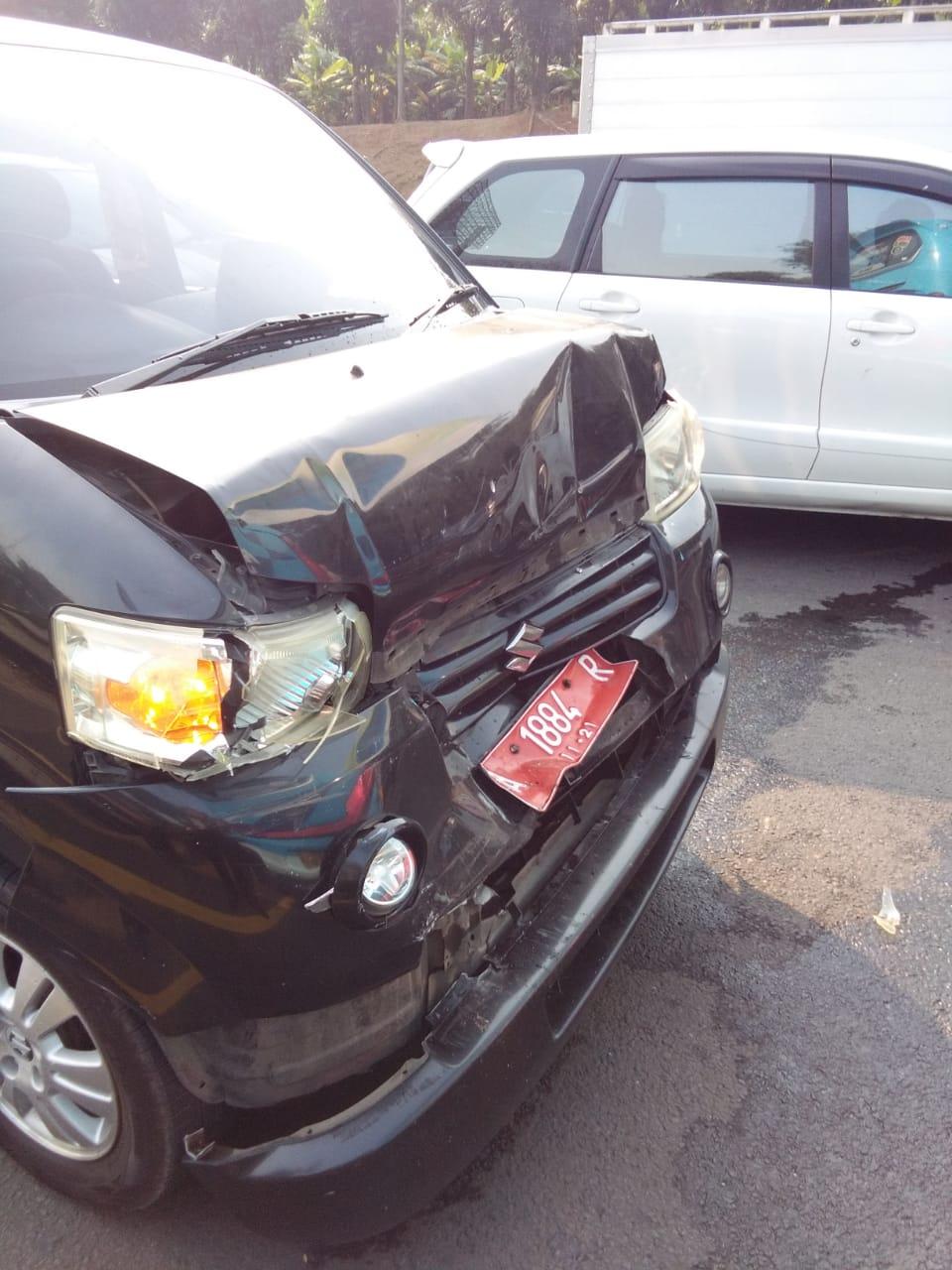 Tampak Bus yang ditumpangi Jemaah Haji asal Cilegon terlibat kecelakaan beruntun di tol Tangerang-Jakarta.
