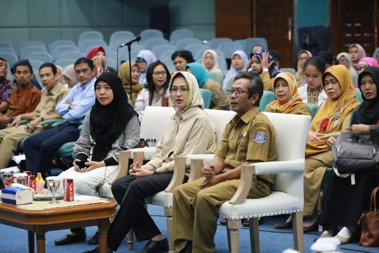 Wali Kota Tangerang Selatan (Tangsel) Airin Rachmi Diany saat memberikan sambutannya dalam kegiatan gebyar imunisasi sekolah di Graha Widya Bhakti, Puspiptek, Setu, Kota Tangsel, Selasa (13/8/2019).