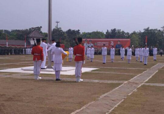 Upacara perayaan Hari Ulang Tahun (HUT) Ke-74 Republik Indonesia di Lapangan Maulana Yudha Negara, Sabtu (17/8/2019).