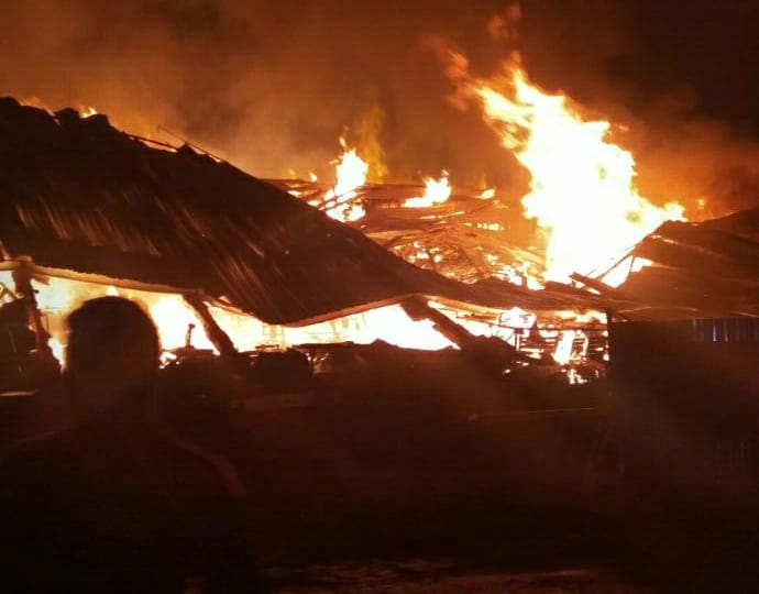 Kebakaran di Gudang minimarket Alfamidi di Desa Bunder, Kecamatan Cikupa, Kabupaten Tangerang.