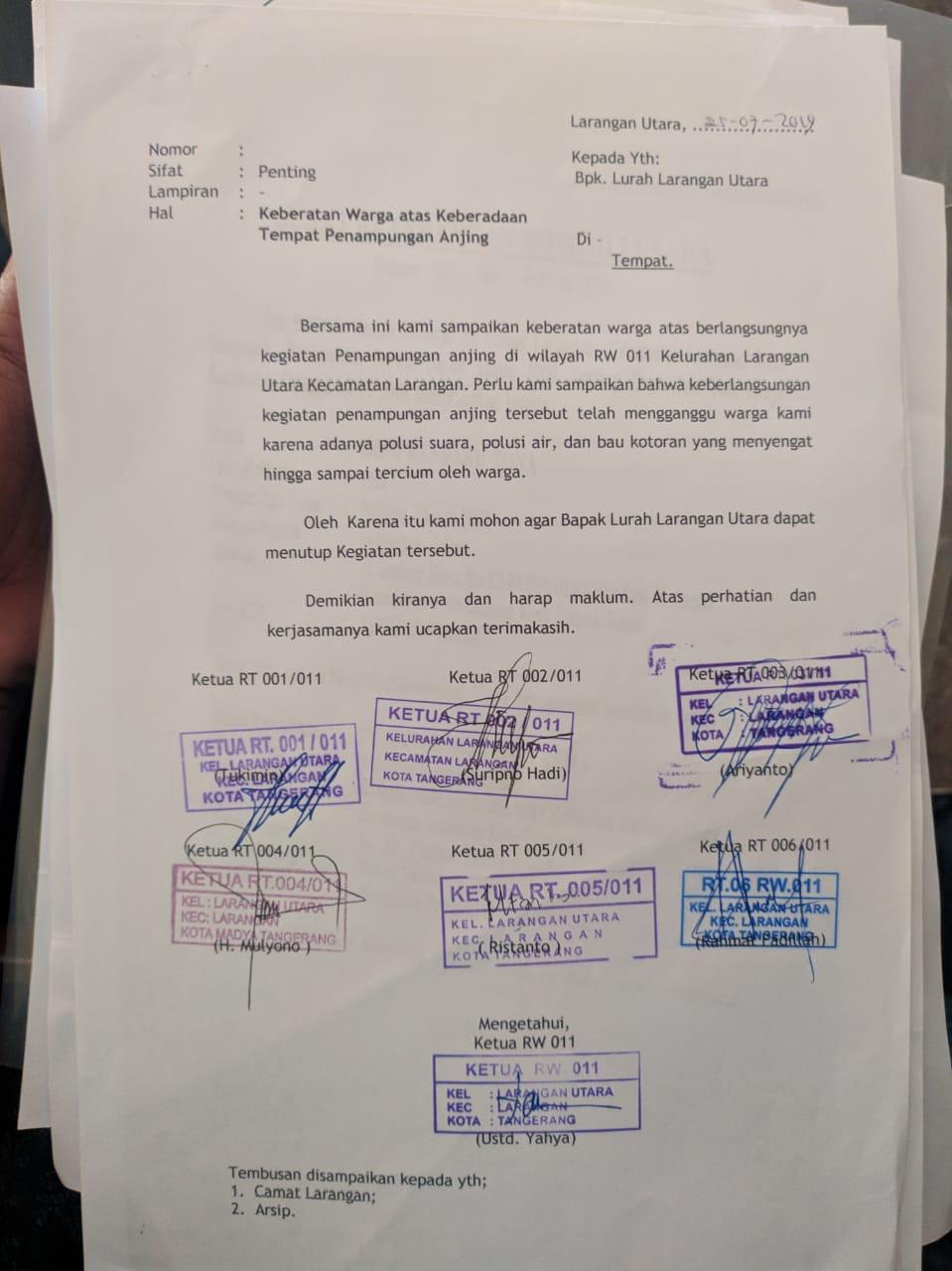 Surat penolakan warga dengan adanya penampungan hewan anjing di Larangan Utara, Kecamatan Larangan, Kota Tangerang.