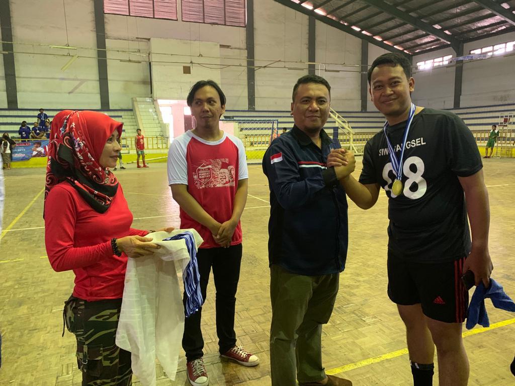Tim Persatuan Wartawan Indonesia (PWI) Kota Tangerang Selatan (Tangsel) berhasil mempertahankan juara pada Pekan Olahraga Wartawan (Porwaban) cabang Futsal di Gelanggang Olahraga (GOR) Stadion Maulana Yusuf, Kota Serang, Banten, Jumat, (25/10/2019).
