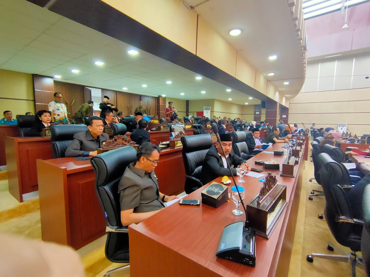 Sidang paripurna rancangan peraturan daerah tentang pertanggungjawaban pelaksanaan APBD tahun 2020 di DPRD Tangerang Selatan.