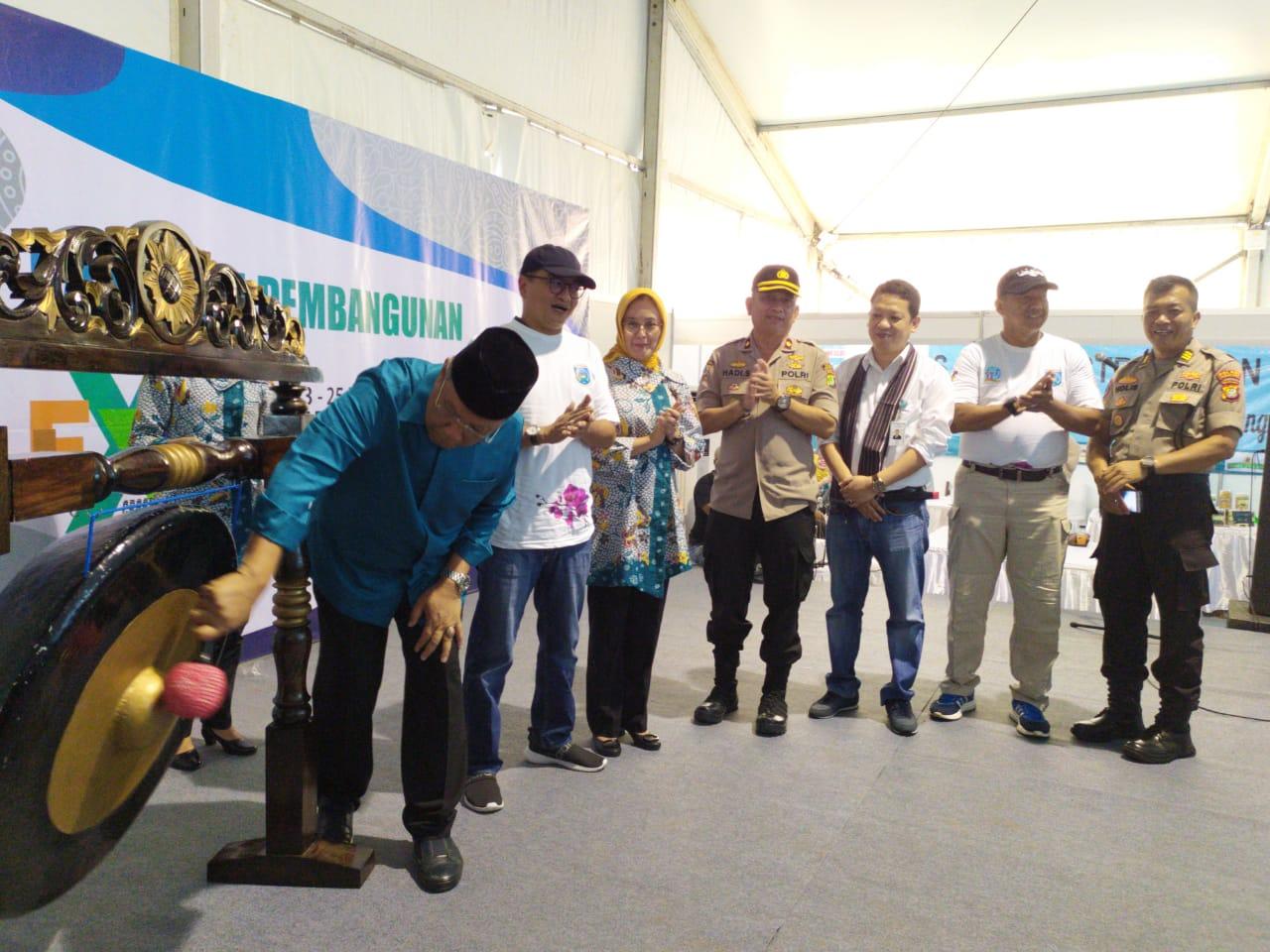 Kegiatan pameran pembangunan Kota Tangerang Selatan di Lapangan Skadron 21 Sena, Jalan Raya Pondok Cabe, Pamulang, Tangsel, Sabtu (23/11/2019).