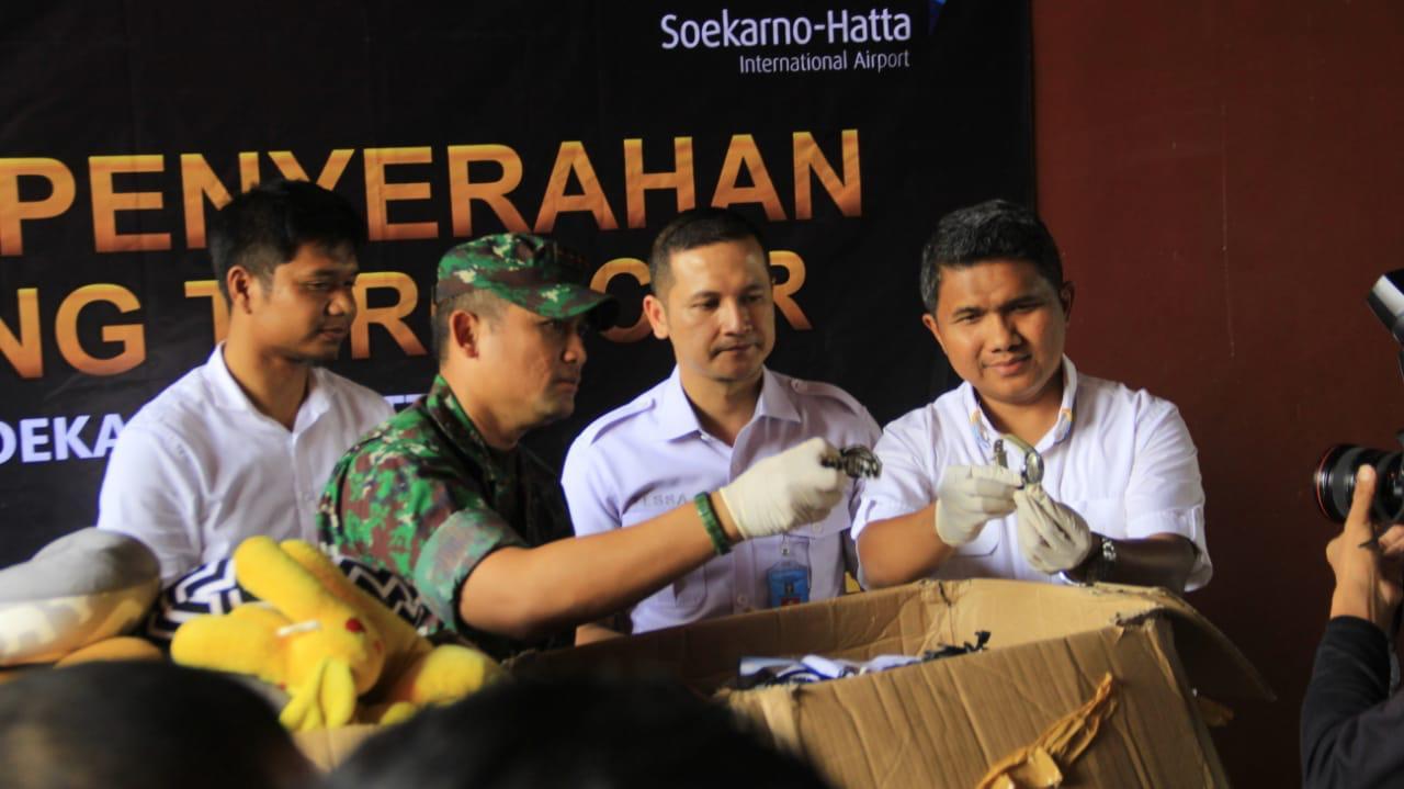 Bandara Internasional Soekarno-Hatta (Soetta) memusnahkan ribuan item barang tercecer (barcer) yang tidak diambil kembali oleh pemiliknya.