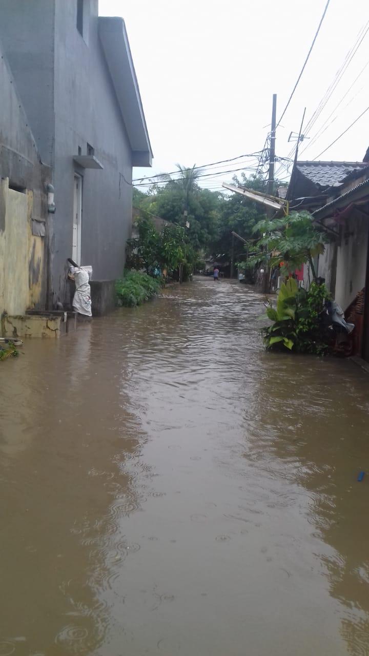 Situasi banjir di Perumahan Binong Permai, Curug, Kabupaten Tangerang.