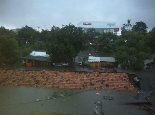 Banjir di kompleks Kapling DPR, Cipondoh, Kota Tangerang.