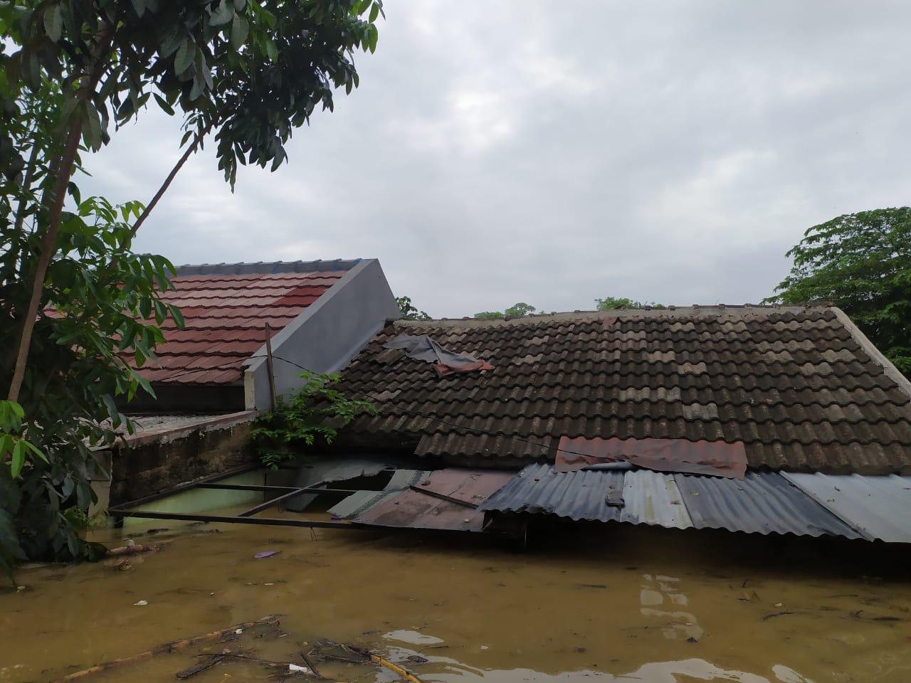 Banjir di Perumahan Pesona Serpong, Kademangan, Setu, Tangerang Selatan.