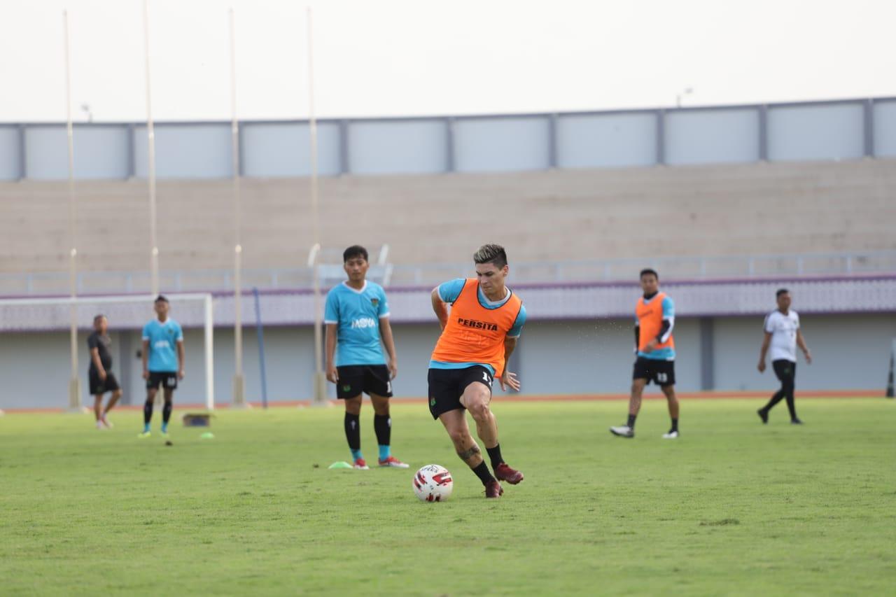 Sesi latihan Persita bersama pemain asing beberapa hari yang lalu.