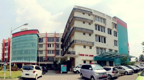 Tampak depan gedung RSU Kota Tangerang Selatan.