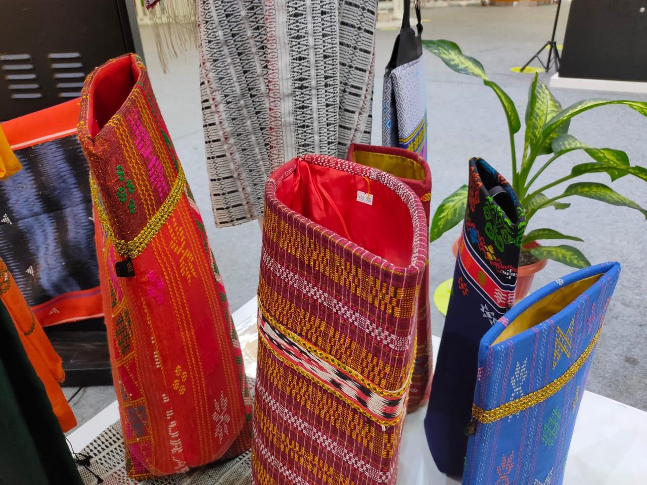 Kemenparekraf bantu mengembangkan ekonomi kreatif budaya Sumatera Utara melalui pameran Beli Kreatif Danau Toba Fair di Summarecon Mall Serpong, Kamis (18/02/2021).