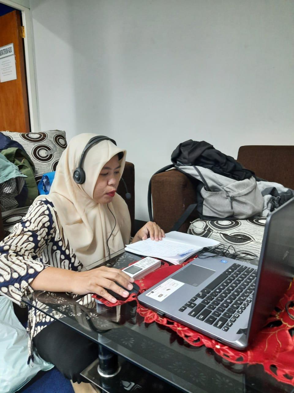 Sejumlah mahasiwa Prodi Ilmu Komunikasi UNIS Tangerang saat mengikuti webinar evolusi keuangan digital di kelasnya, Kampus UNIS Tangerang.