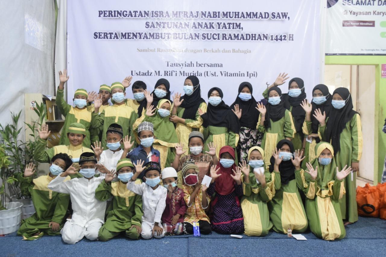 Kegiatan Yayasan Karya Amanah Bangsa (KAB) memperingati Isra' Mi'raj Nabi Muhammad SAW dalam rangka menyambut bulan suci Ramadan, Sabtu (3/4/2021).