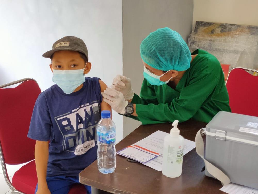 Kegiatan vaksinasi guna mencegah penyebaran Covid-19.