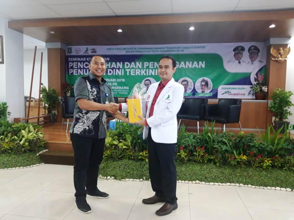 Seminar kesehatan di aula RSUD Kota Tangerang.