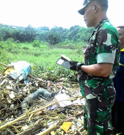 Warga menemukan sesosok mayat berjenis kelamin laki-laki di Perumahan Pesona Serpong,RT 01/08 Kelurahan Kademangan, Kecamatan Setu, Kota Tangerang Selatan, Senin (22/4/2019) pagi.