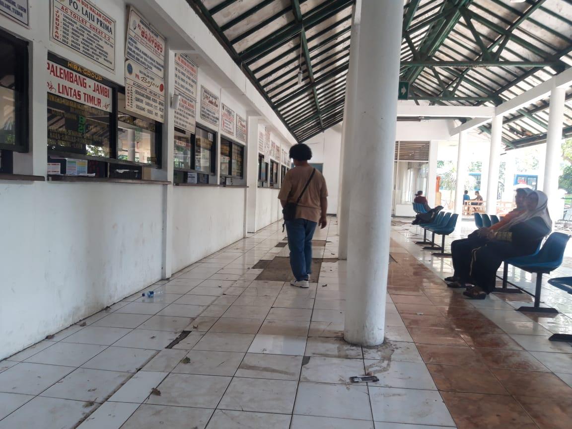 Tampak kondisi terminal Poris Plawad di Jalan Benteng Betawi, Kota Tangerang.