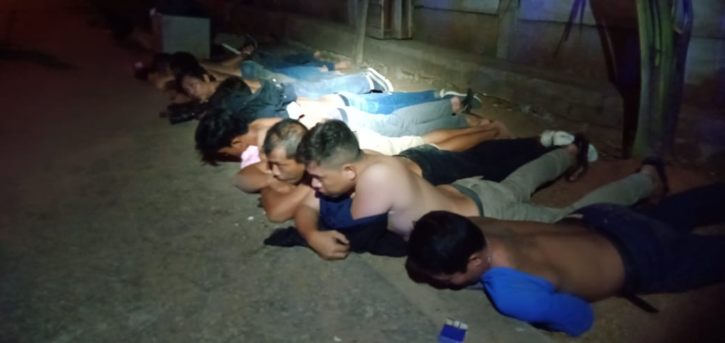 Tampak Polisi mengamankan para pemuda yang terlibat bentrok di Pasar Induk Tanah Tinggi, Kota Tangerang.