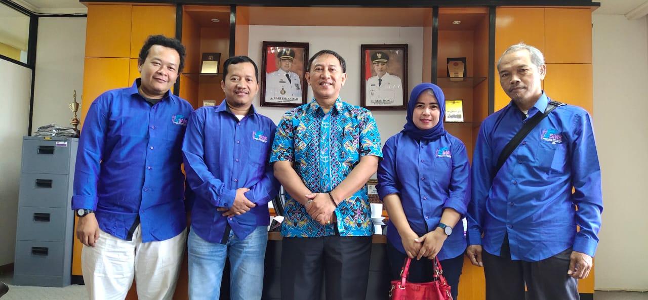 Pengurus Serikat Media Siber Indonesia (SMSI) Kabupaten Tangerang bersama Asisten Daerah (Asda) II Pemkab Tangerang, Yusuf Herawan.