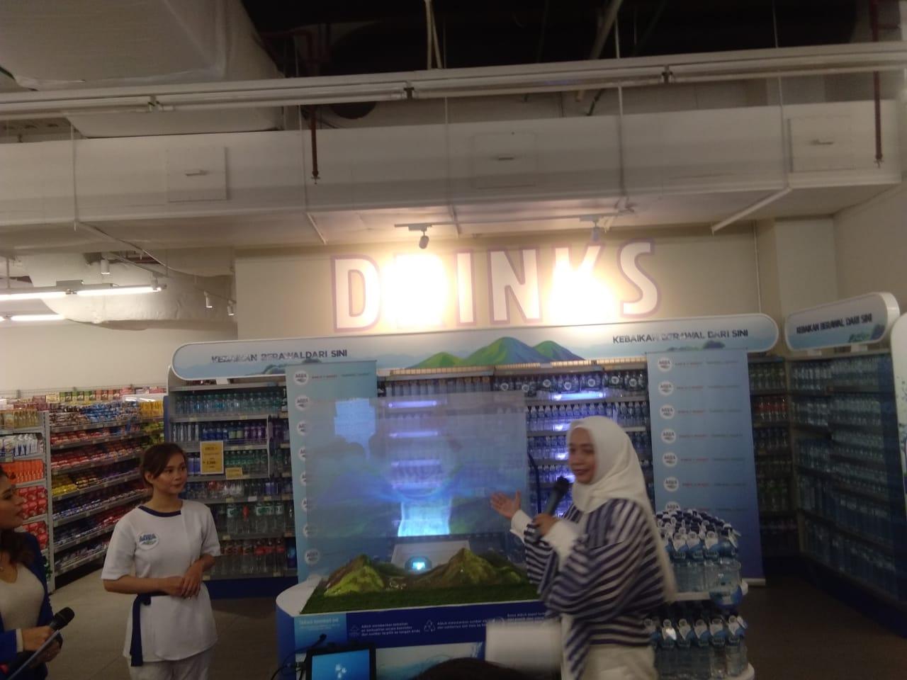 Danone-Aqua menggelar kegiatan Pojok Hidrasi Sehat.di Farmers Market, Sumarecon Mall Serpong (SMS).