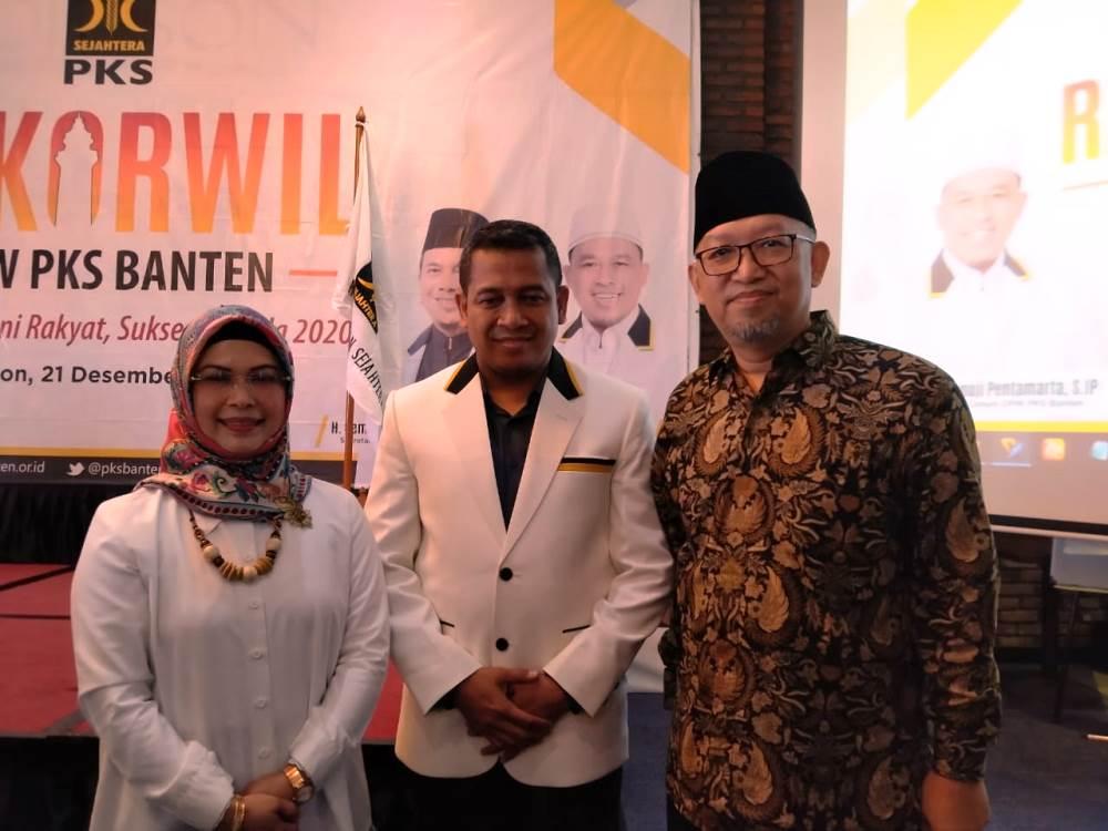 Siti Nur Azizah bersama Tate Qomarudin, pengurus DPP PKS, Ketua Bidang Wilayah Dakwah Banten-Jabar saat di kegiatan Rapat Koordinasi Wilayah (Rakorwil) DPW PKS Banten.