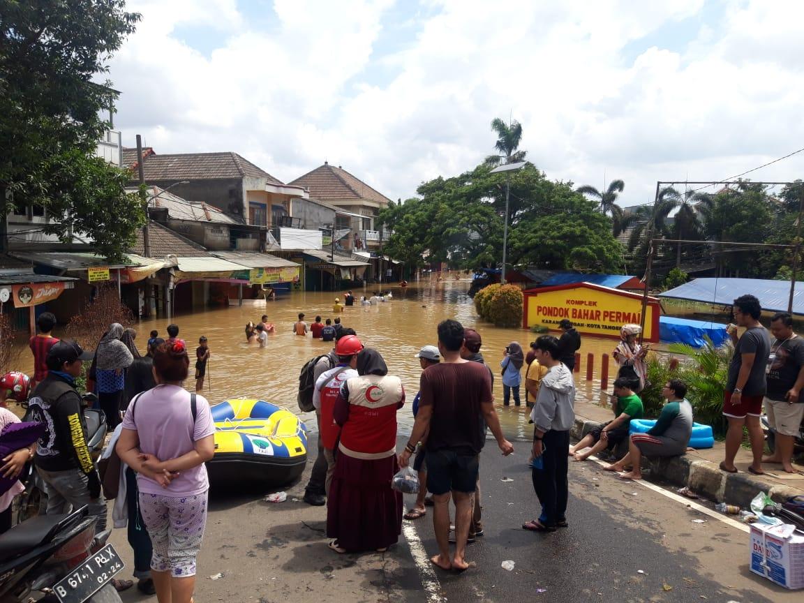 Banjir di kompleks Pondok Bahar, Kecamatan Karang Tengah, Kota Tangerang.