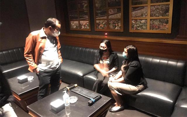 Venesia Karaoke Executive yang terletak di kawasan Serpong, Tangerang Selatan digrebek Bareskrim Mabes Polri, Rabu (19/8/2020) malam.