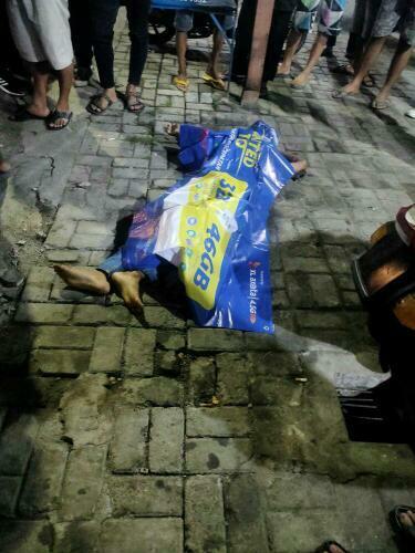 Seorang bocah laki-laki menjadi korban kecelakaan tergeletak tak bernyawa di depan SPBU Wadas Jalan Raden Fatah, Sudimara Barat, Ciledug, Kota Tangerang, Kamis (29/10/2020) malam.