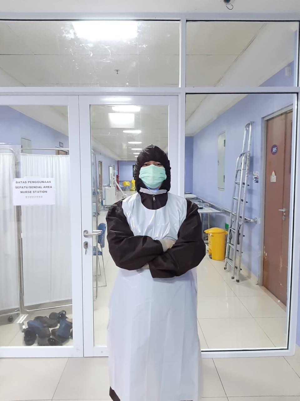 Petugas tenaga kesehatan (nakes) RSUD Kota Tangerang yang merawat pasien COVID-19.