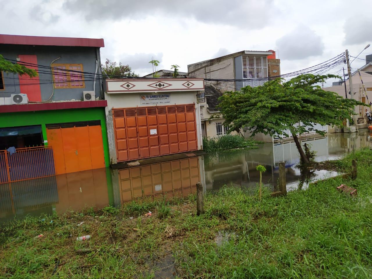 Sasana wilayah Kecamatan Periuk di Kota Tangerang masih tergenang air, Jumat (19/2/2021).