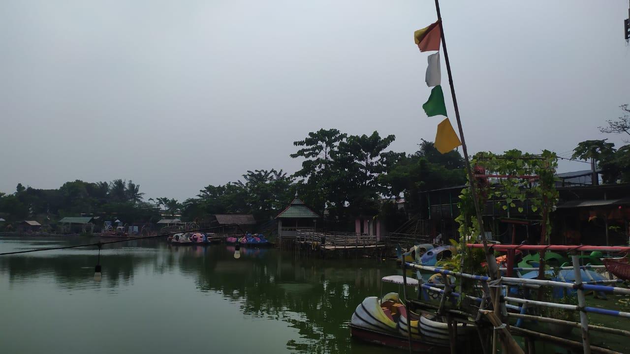 Situ Cilongok destinasi wisata yang berlokasi di Kecamatan Pasar Kemis, Kabupaten Tangerang.