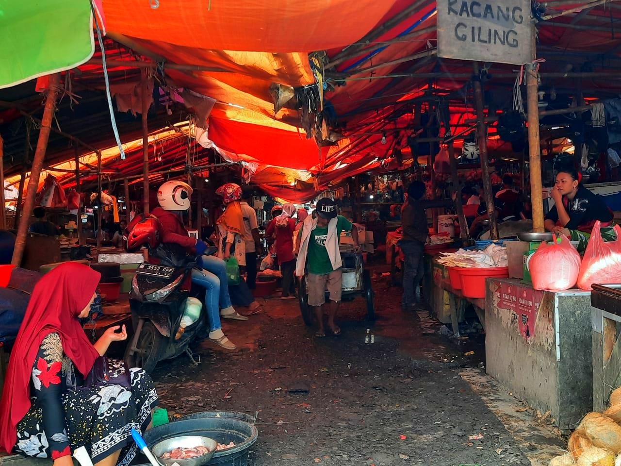 Suasana di Pasar Anyar Kota Tangerang.