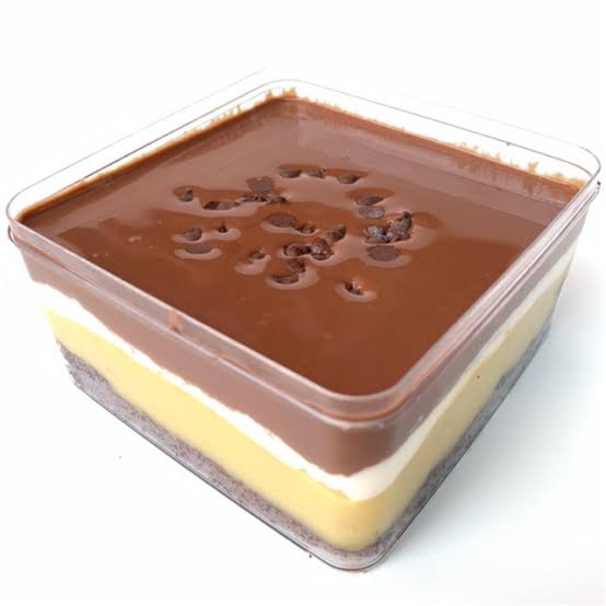 Dessert box.
