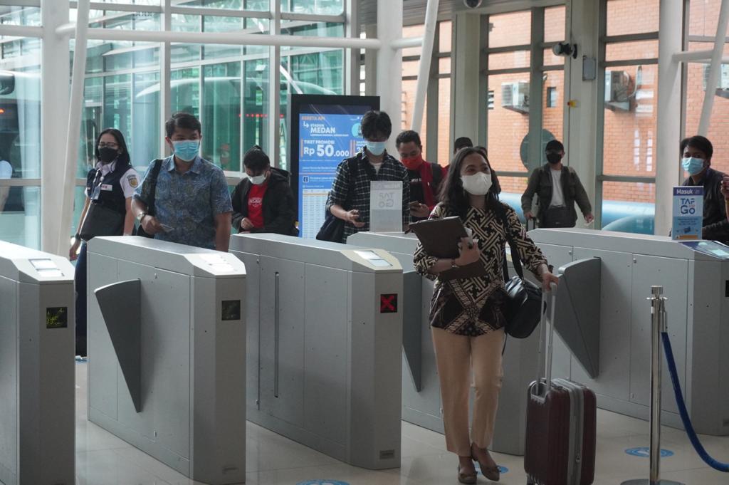 Suasana pengunjung Bandara Soekarno-Hatta.