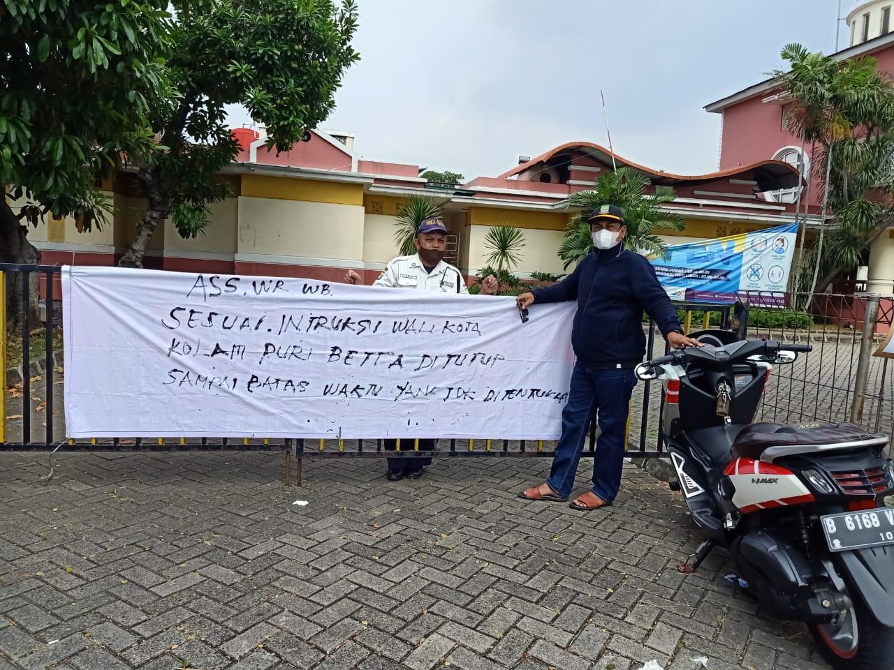 Wisata kolam renang di Puri Beta 1, Kelurahan Larangan Utara, Kecamatan Larangan ditutup yang disidak langsung oleh Lurah Larangan Utara Iwan Bambang Subekti, Kota Tangerang, Minggu (16/5/2021).