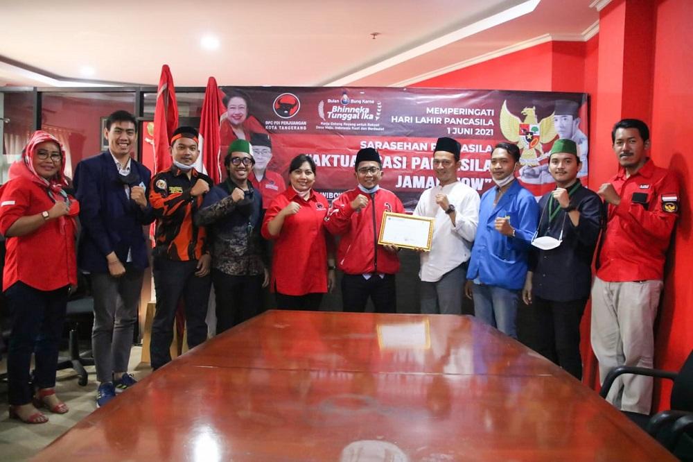 Kegiatan diskusi yang dimoderatori Kepala Badiklat Uis Adi Dermawan bersama mahasiswa cipayung untuk mendorong realisasi pendidikan wawasan kebangsaan (wasbang) di Kota Tangerang.