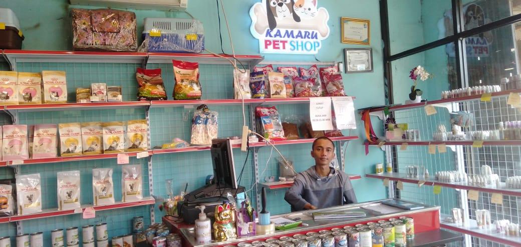 Muhammad Kamal, 24, pemuda asal Desa Cayur, Kecamatan Kronjo owner dari pemilik Pet Shop, Kabupaten Tangerang, Minggu 11 Juli 2021.