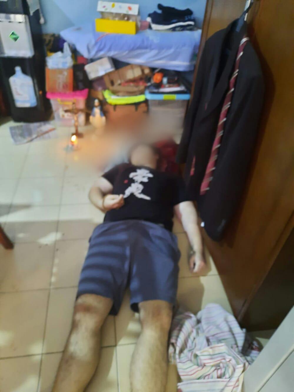 Seorang remaja tewas bunuh diri di rumahnya, yang berlokasi di Klaster Italy, Perumahan Banjar Wijaya, Kecamatan Cipondoh, Kota Tangerang.