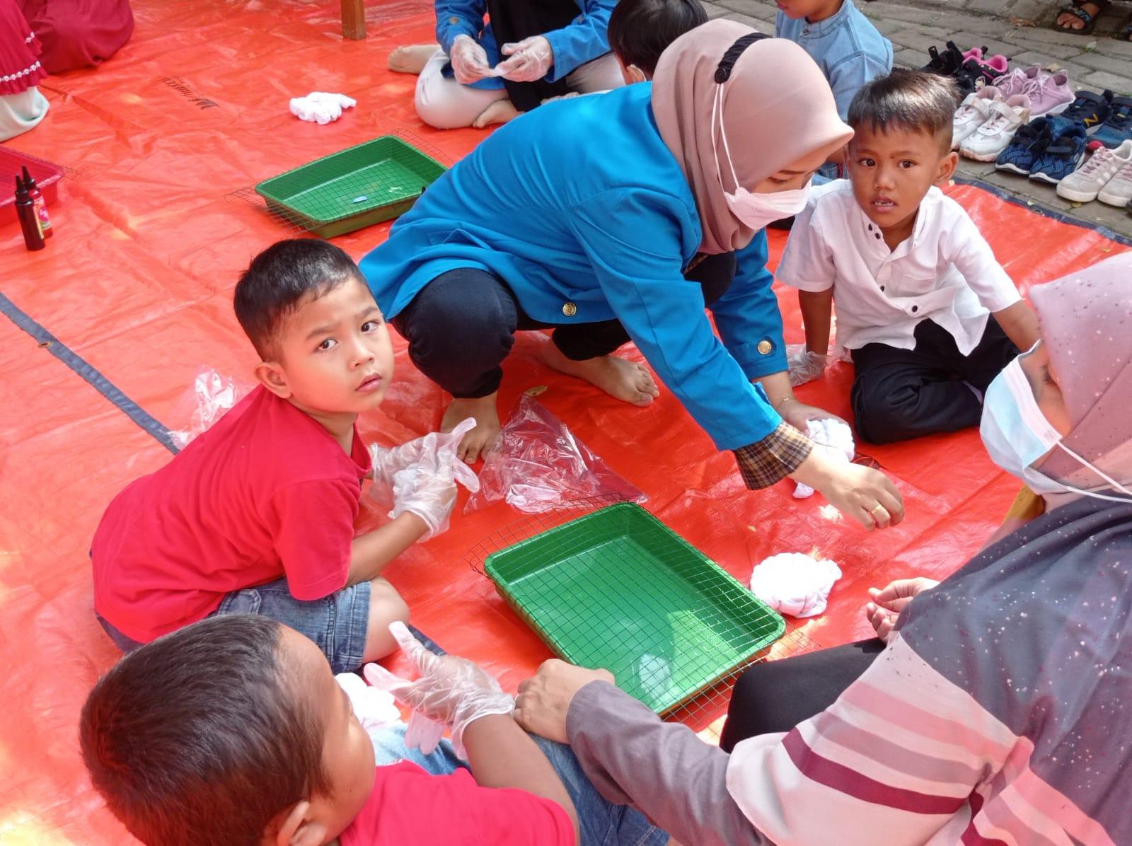Mahasiswa Universitas Pamulang (Unpam) Progam Studi S1 Akuntansi melakukan kegiatan Pengabdian Kepada Masyarakat (PKM) bersama anak-anak di TK. AL-Latief yang berlokasi di Jl. Roda Hias RT 004/02 Serpong, Kecamatan Serpong, Kota Tangerang Selatan.