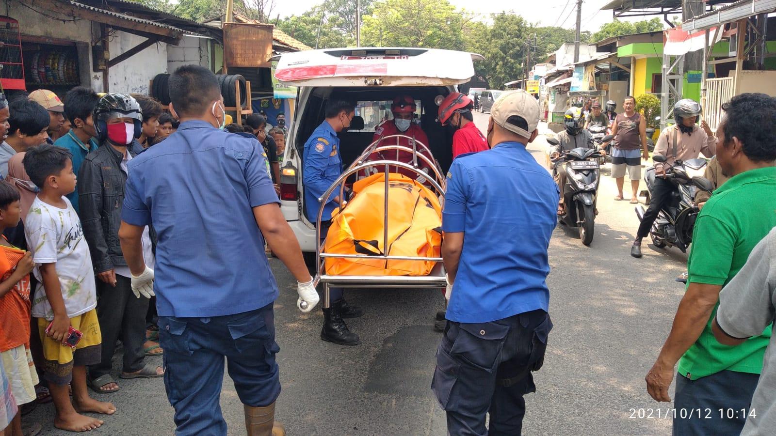Jenazah seorang pria manusia silver yang sempat tenggelam dua hari akhirnya ditemukan di Sungai Cisadane, Kota Tangerang.